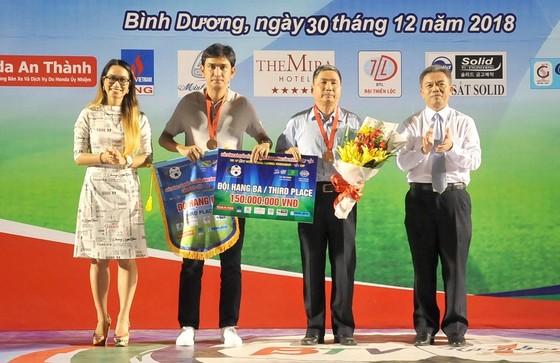 Tân vương HA.GL bị dội mưa bàn thắng trong ngày nâng Cúp ảnh 2