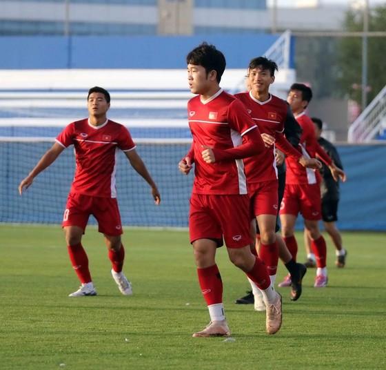 Đội tuyển Việt Nam tập buổi đầu tiên tại Dubai ảnh 1