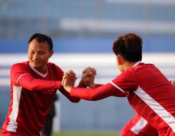 Đội tuyển Việt Nam tập buổi đầu tiên tại Dubai ảnh 3