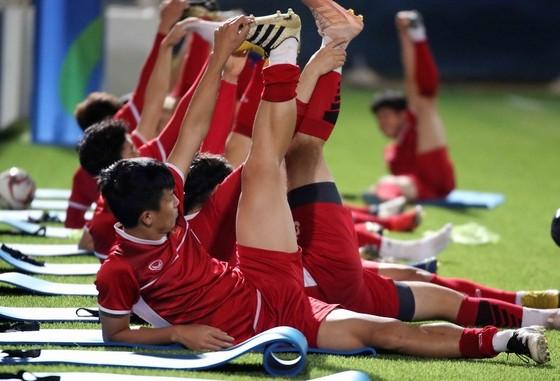 Đội tuyển Việt Nam tập buổi đầu tiên tại Dubai ảnh 5
