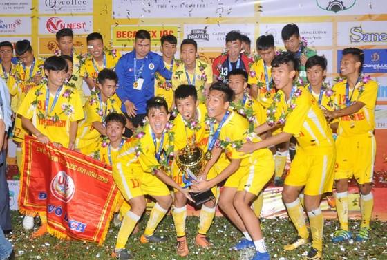 U19 Hà Nội trong niềm vui vô địch. Ảnh: NGUYỄN NHÂN