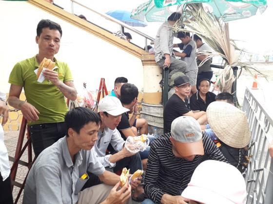 Khán giả Phú Thọ háo hức chờ đội U23 Việt Nam ảnh 2