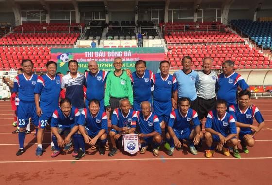 Các cựu cầu thủ Cảng Sài Gòn. Ảnh: ANH TRẦN