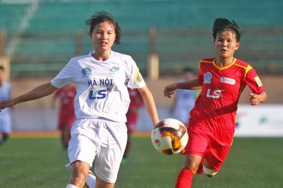Hai đội TPHCM I và Hà Nội bất phân thắng bại. Ảnh: ANH TRÂN