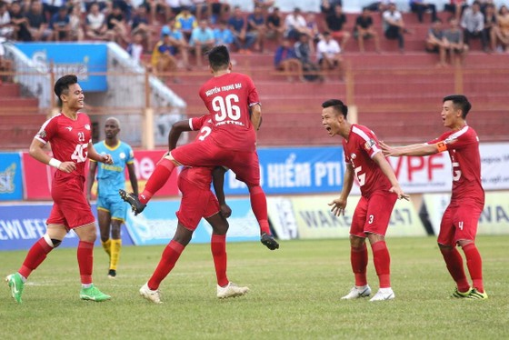 Viettel giành trọn 3 điểm trên sân Nha Trang ở vòng 13. Ảnh: Bá Duy