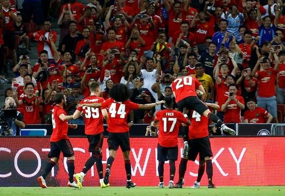 """Khán giả Việt """"tiếp lửa"""" giúp MU đánh bại Inter Milan tại Singapore ảnh 1"""