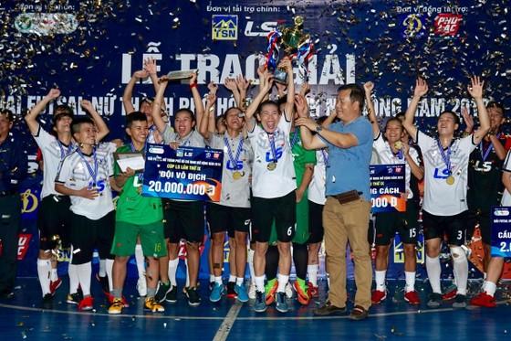 Đội nữ Thái Sơn Nam Quận 8 vô địch giải futsal TPHCM mở rộng 2019 ảnh 3