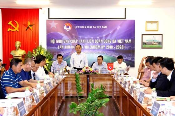 Chủ tịch VFF Lê Khánh Hải phát biểu tại Hội nghị. Ảnh: Đoàn Nhật