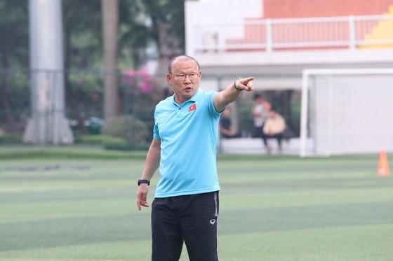 Ông Park: Quang Hải mang băng đội trưởng là điều đương nhiên  ảnh 2