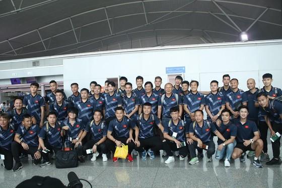 ĐT U22 Việt Nam tại sân bay Tân Sơn Nhất. Ảnh: Hữu Thịnh