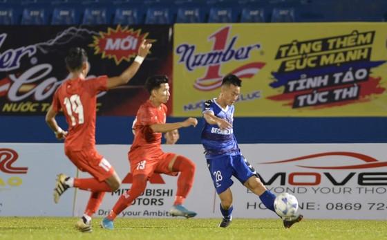 B.Bình Dương chật vật vượt qua U20 Myanmar. Ảnh: Nguyễn Nhân
