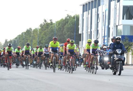 Nguyễn Thành Nhật đoạt áo vàng chặng 1 Giải xe đạp BTV mở rộng 2020  ảnh 1