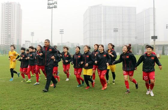 ĐT nữ Việt Nam sớm đi vào tập luyện để hướng đến mục tiêu Olympic 2020. Ảnh: Đoàn Nhật