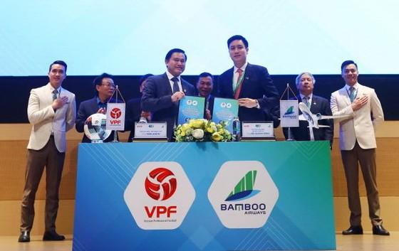 Ông Trần Anh Tú và lãnh đạo Bamboo Airways tại lễ ký kết. Ảnh: Đoàn Nhật