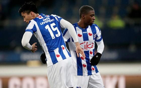Văn Hậu dính chấn thương khi thi đấu cho đội trẻ Heerenveen  ảnh 1