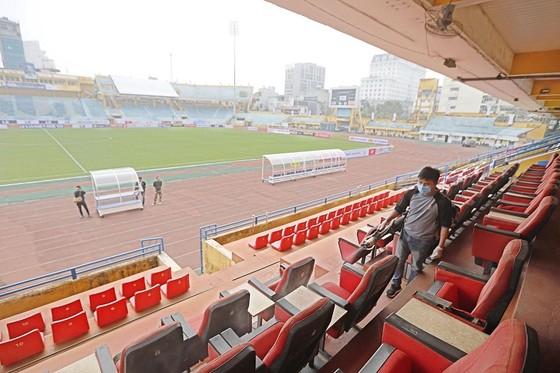 Các sân bóng chuẩn bị cho ngày khai mạc LS V-League 2020 ảnh 4