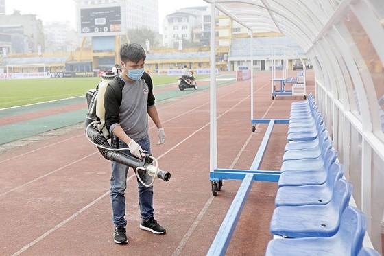 Các sân bóng chuẩn bị cho ngày khai mạc LS V-League 2020 ảnh 5