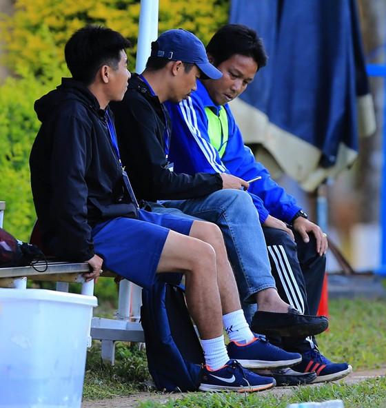Ban huấn luyện đội Bình Định. Ảnh: M.Trần