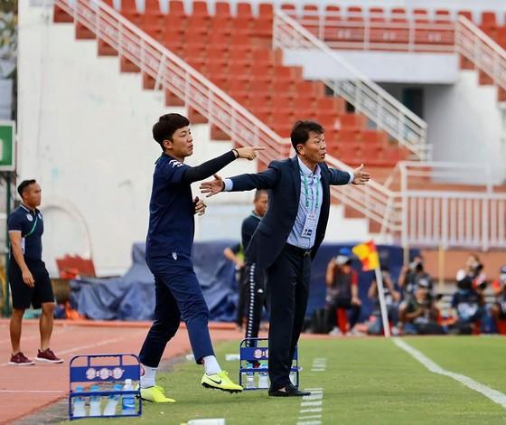 Ông Chung tỏ ra khắt khe hơn trong việc lựa chọn thủ môn số 1. Ảnh: CLB TPHCM