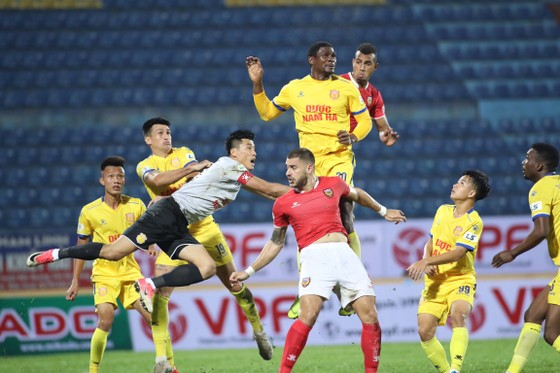 CLB Nam Định có chiến thắng đầu tiên ở LS V-League 2020 ảnh 1