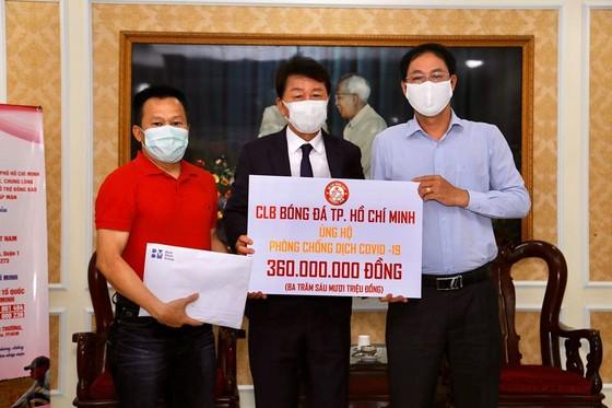 HLV Chung Hae-soung và trợ lý Lư Điình Tuấn tại UBMTTQ TPHCM.