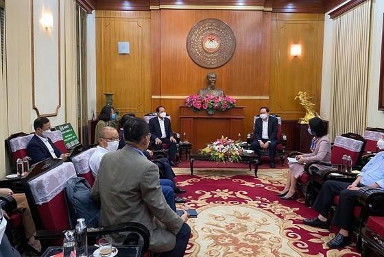 Ông Park đại diện trao 100.000 USD ủng hộ Việt Nam chống Covid-19  ảnh 1
