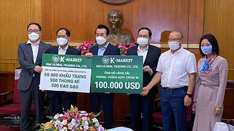 HLV Park Hang-seo tại trụ sở UBMTTQ Việt Nam ngày 3-4. Ảnh: Quang Việt