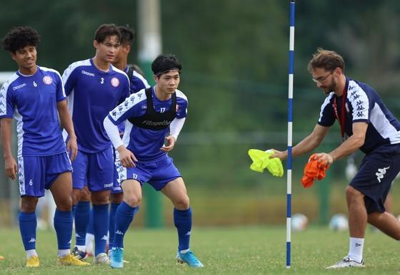 CLB TPHCM và Hà Nội giảm gánh nặng ở mùa bóng 2020 ảnh 1
