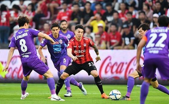 Thai League sẽ giảm 50% lương của cầu thủ. Ảnh: MuangthongFC