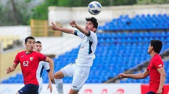 Một trận đấu tại giải vô địch Tajikistan mùa bóng 2020. Ảnh: TFF