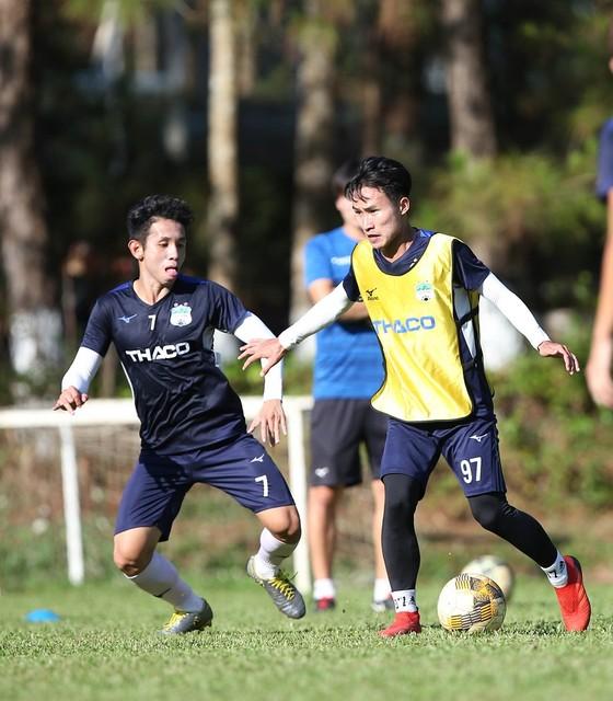 Cầu thủ Việt Nam đối diện màn 'tra tấn' thể lực  ảnh 2