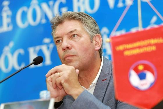 VFF chia tay Giám đốc kỹ thuật Jürgen Gede  ảnh 1