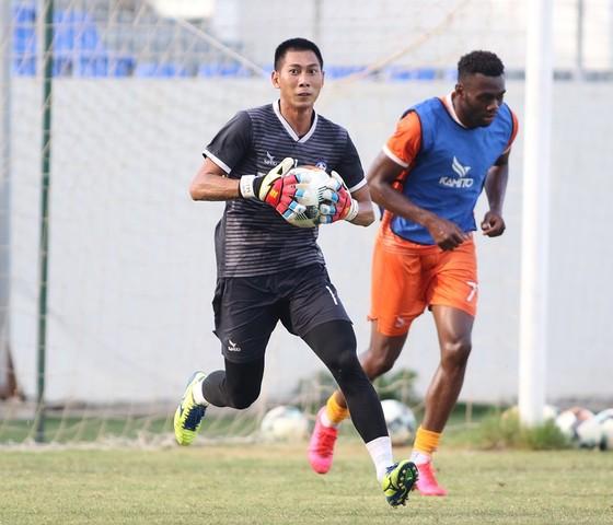 Thủ môn Tuấn Mạnh ra mắt đồng đội tại CLB Đà Nẵng ảnh 1