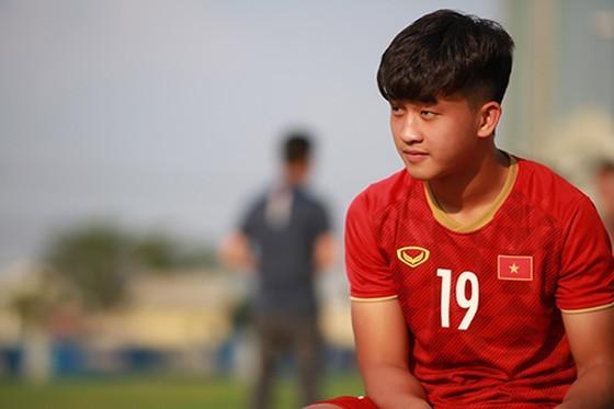 Cầu thủ trẻ Danh Trung. Ảnh: Dũng Phương