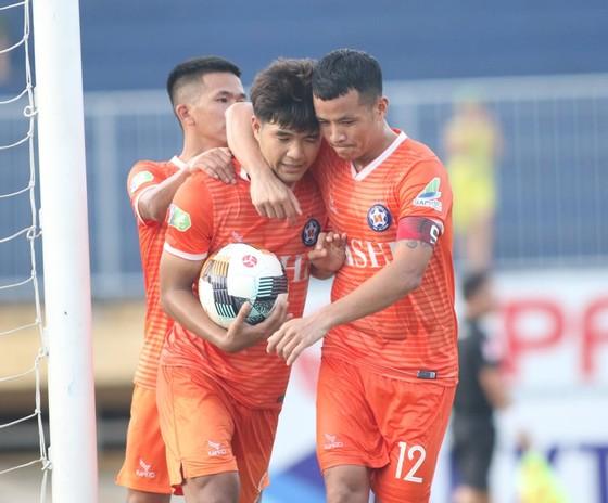 Đức Chinh ghi bàn, CLB Đà Nẵng nhọc nhằn giành vé vào vòng 1/8 ảnh 1