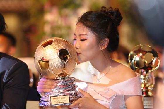 Huỳnh Như giành Quả bóng vàng nữ 2019. Ảnh: DŨNG PHƯƠNG