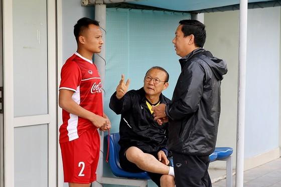 Trọng Hoàng chấn thương hẳn sẽ làm cho ông Park lo ngại không kém. Ảnh: Minh Hoàng
