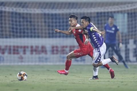 Văn Quyết thi đấu nổi bật trong chiến thắng cách biệt của CLB Hà Nội. Ảnh: Minh Hoàng.