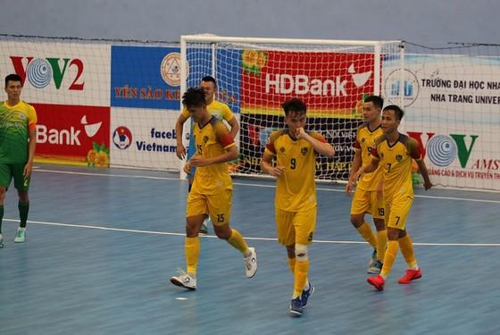 Quảng Nam bất ngờ thắng đậm 5-1 trước đội chủ nhà Sanna Khánh Hòa. Ảnh: Anh Trần.