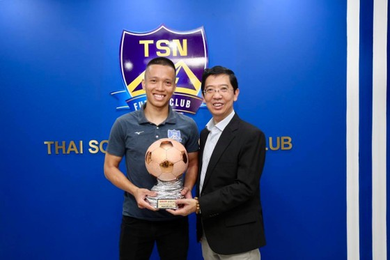 Trao giải Quả bóng đồng Futsal Việt Nam 2019 cho cầu thủ Phạm Đức Hòa ảnh 4