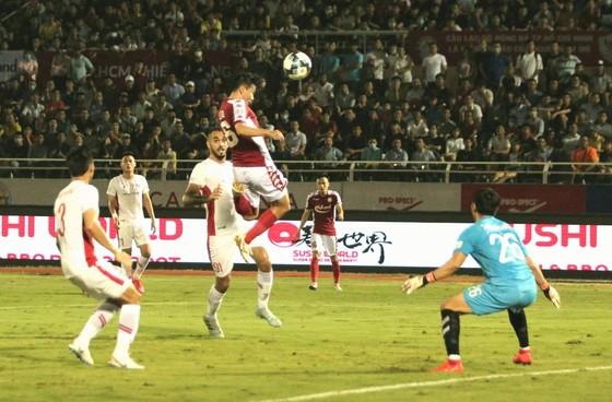 CLB TPHCM thắng đậm Viettel 3-0: Công Phượng có bàn thắng đầu tiên  ảnh 1