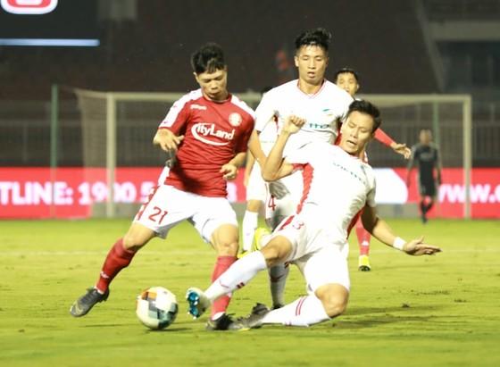 CLB TPHCM thắng đậm Viettel 3-0: Công Phượng có bàn thắng đầu tiên  ảnh 2