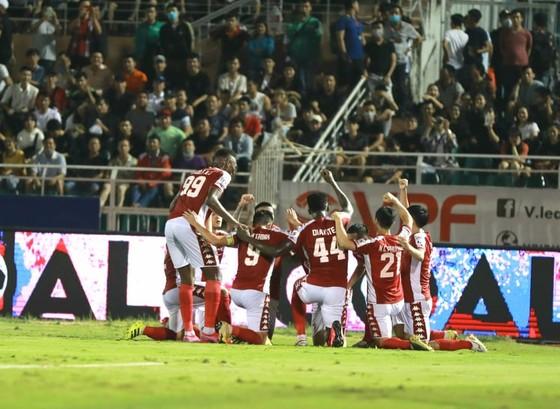 CLB TPHCM thắng đậm Viettel 3-0: Công Phượng có bàn thắng đầu tiên  ảnh 3