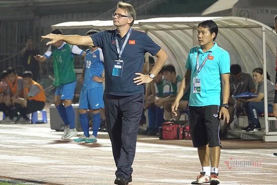 Vì sao các buổi tập của U19 Việt Nam kết thúc vào 23 giờ đêm? ảnh 2