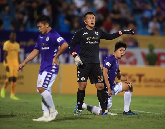 Hà Nội FC tiếp tục thể hiện sự thất thường phong độ.