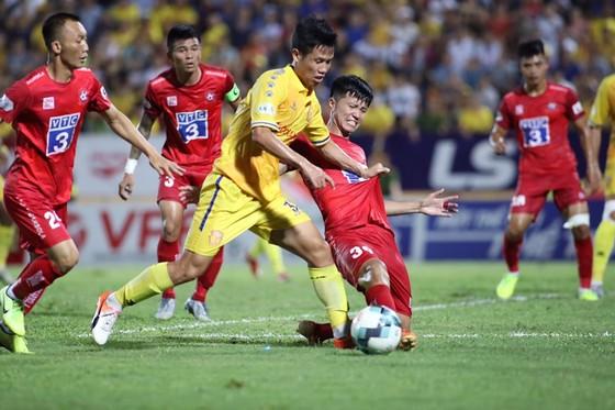 Nam Định tiếp tục gây thấy vọng khi trắng tay trên sân nhà. Ảnh: MINH HOÀNG