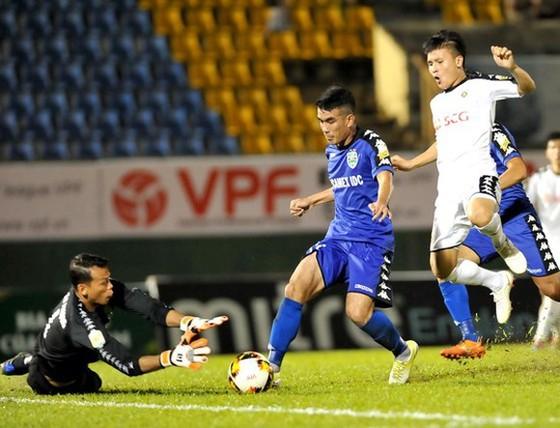 Thủ môn Tấn Trường mùa này chuyển sang bắt cho CLB Hà Nội.