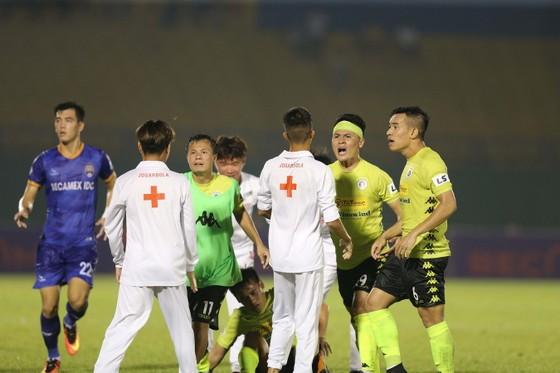 Hà Nội FC giành 3 điểm trên sân Bình Dương trong trận đấu nhiều tranh cãi ảnh 5