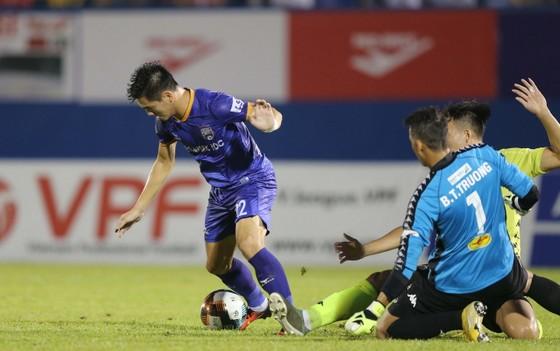 Hà Nội FC giành 3 điểm trên sân Bình Dương trong trận đấu nhiều tranh cãi ảnh 2
