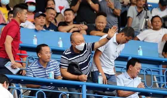 Hà Nội FC giành 3 điểm trên sân Bình Dương trong trận đấu nhiều tranh cãi ảnh 1